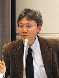 「アフリカから学ばなくてはいけないことはたくさんあります」と話す慶應大学の岡田教授。