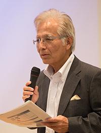開会の挨拶をするパリクラブの瀬藤会長