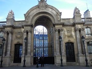 フランス権力の「シンボル」エリゼ宮 セシリア、カーラ、トリルベレールはこの宮殿で権力とメディアの魔力に苦しんだ