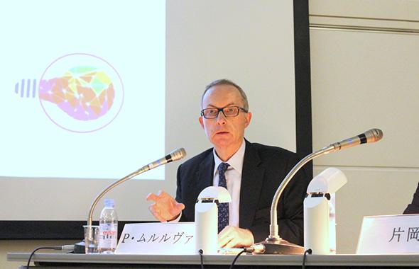 フランス経済に深い見識を持つピエール・ムルルヴァ公使の講演だけに多くの参加者が集まりました。