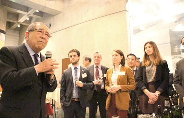 磯村氏のウイットに富んだフランス語のスピーチで懇親会は和やかな雰囲気に。
