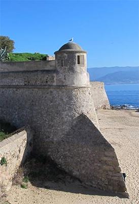 海に面した要塞