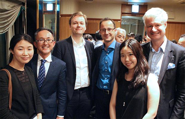 パリクラブ会員の皆様と。写真最左が泉本みらのさん。右はお父様でパリクラブ理事の泉本保彦さん。