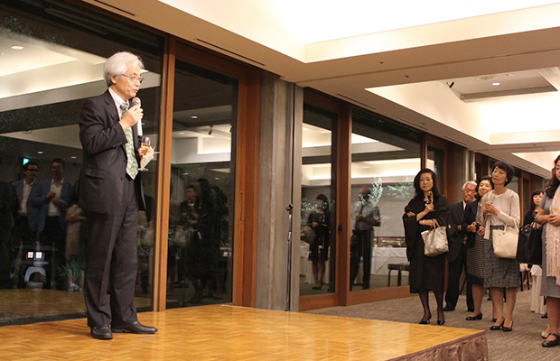 乾杯の音頭を取ったのは、TMF日仏メディア交流協会副会長大野博人氏。