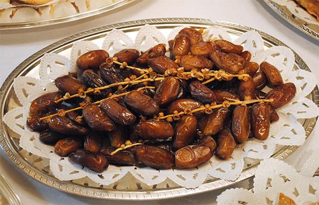 来場者に人気の高かったデーツ(ナツメヤシの実)。果物ながら、ちょっと金時豆の砂糖煮を思わせる味。イスラム圏の国では、ラマダンの後、これを口に入れて軽くエネルギー補給するなど広く親しまれています。