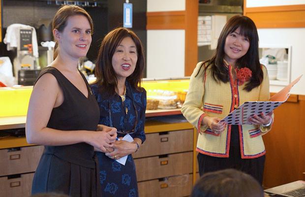 左からサロン・ド・テ・ジャンナッツのシャルロットさん、パリクラブ輝く会の森由美子さん、lovespogram代表の谷恵美さん
