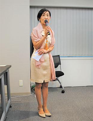 開会の辞を述べる森由美子副会長