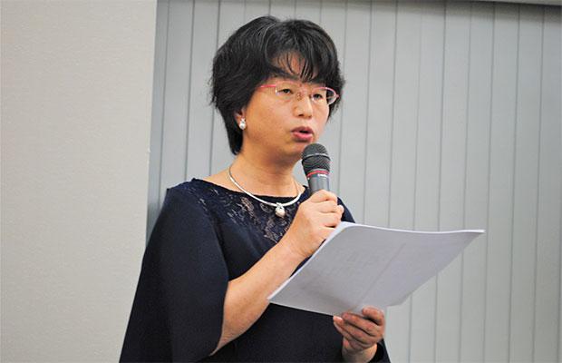 松平氏のプロフィールを紹介する山木美香氏