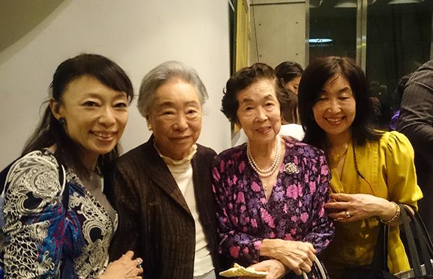 左から2番目が中上川さん